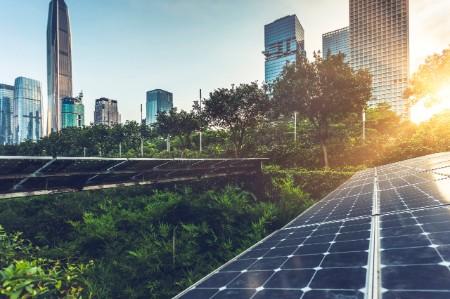 ey-roof-top-solar-installation-downtown-skyline.jpg.rendition.450.300